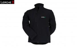 Geschützt bei Wind und Wetter: Bestickte Soft-Shell Jacken für AMD