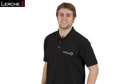 Poloshirt mit Logo-Stick auf Brust als Arbeitskleidung