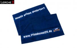 Dunkelblaues Handtuch mit individueller Bordüreneinwebung für Friendscout24